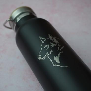 Termoláhev s potiskem obrázku vlka jako originální a praktický dárek pro kamarádku.