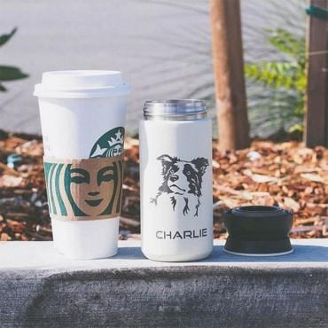 Bílý termohrnek na kávu 350 ml s potiskem obrázku a jména psa plemene Borderkolie