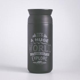 Černý nerezový termohrnek na kávu s potiskem vlastního motivu na míru.